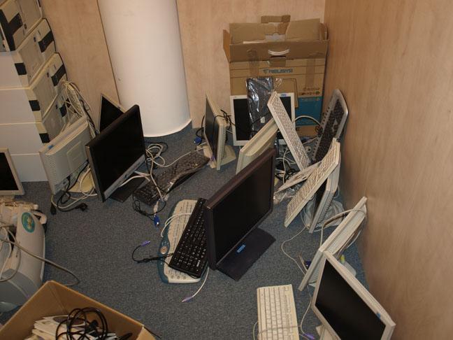 počítačové komponenty pre detský domov
